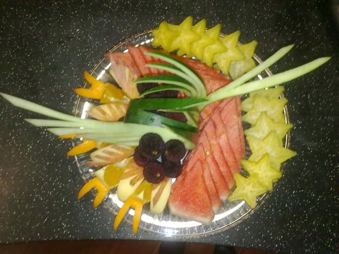 我的水果拼盘,大家给点意见,因为经常要切果盘,想不到什么好造型